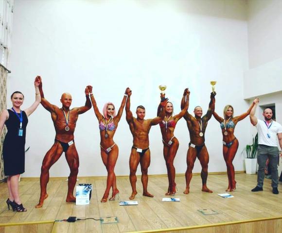 позирование фитнес бикини Украина